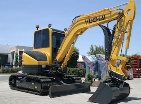 5.8T Yuchai YC55SR - 5.8 tonne Zero Swing Excavator 1