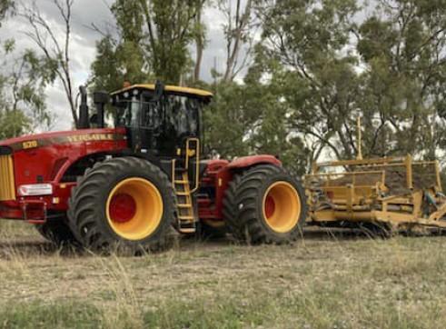 520HP Versatile 4WD Tractor w/Toomey Laser Bucket 1