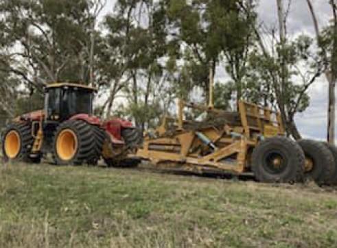 520HP Versatile 4WD Tractor w/Toomey Laser Bucket 4