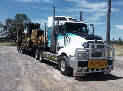 550HP Prime Mover w/45FT Drop Deck with Ramps 1