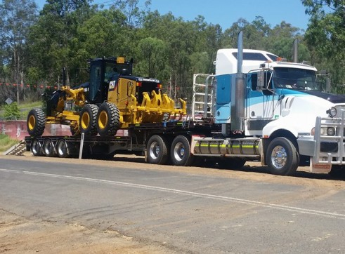 550HP Prime Mover w/45FT Drop Deck with Ramps 2