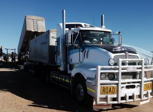 550HP Prime Mover w/single or road train grain tippers 3