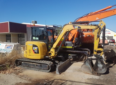 5T 2013 Caterpillar 305E CR Excavator 1