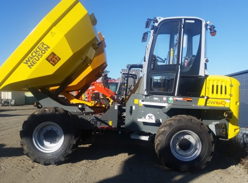 6 tonne Dumper 180 degree swivel and full cab 1