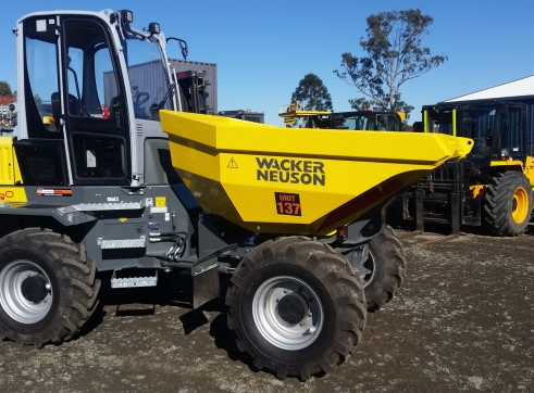6 tonne Dumper with aircon cab and swivel bin 2