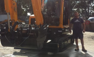 6.5 tonne tracked excavator  1