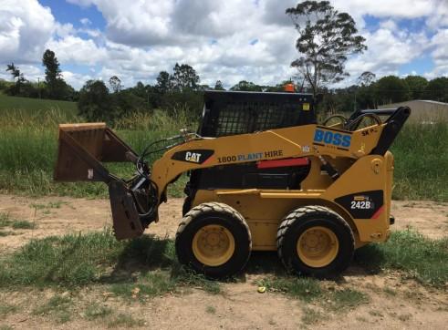 61HP Caterpillar Skid Steer - Wheeled 2