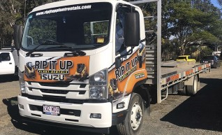 6.5T Isuzu FSR Flatbed LWB Truck 1