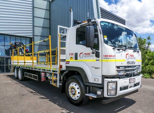 6x4 Flatdeck Crane Truck with 9m Tray 1