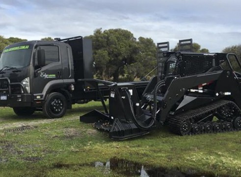 7T Beavertail Truck w/hydraulic ramps 2