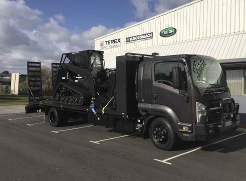 7T Beavertail Truck w/hydraulic ramps 1