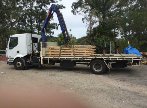 7T Front Mount Crane Truck w/6m tray