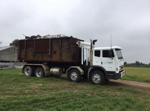 8 Wheel Acco Hooklift Truck 2