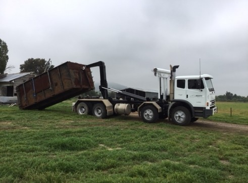 8 Wheel Acco Hooklift Truck 1