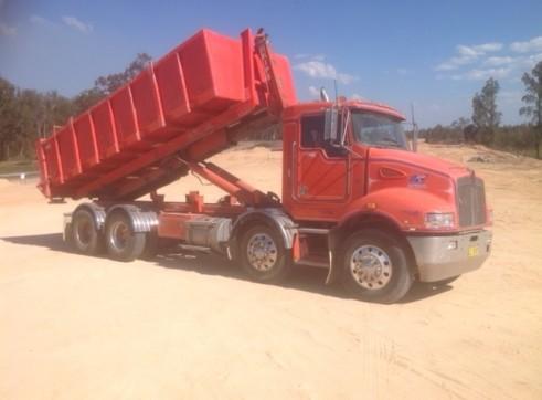 8 Wheel Kenworth Hooklift Truck 1