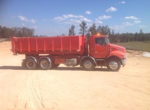 8 Wheel Kenworth Hooklift Truck 2