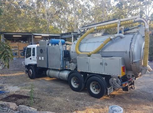 8000L Vacuum Excavation Truck 1