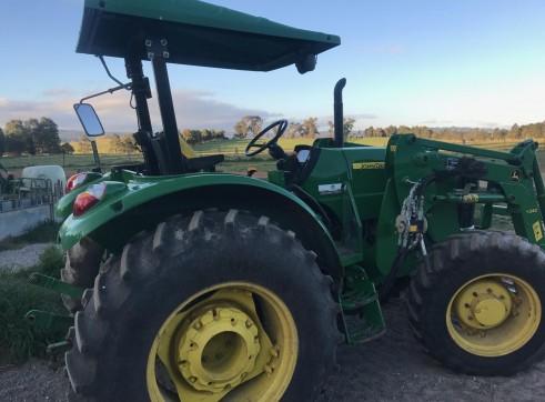 85HP John Deere Tractor w/front end loader 4