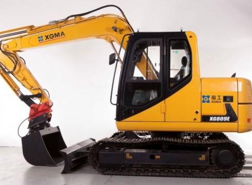 8T XG809E Excavator 2