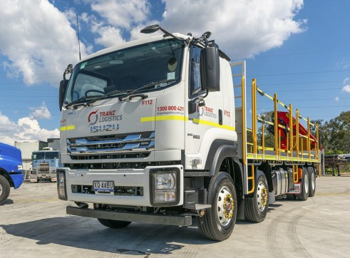 8x4 Flatdeck Crane Truck with 9m Tray 1