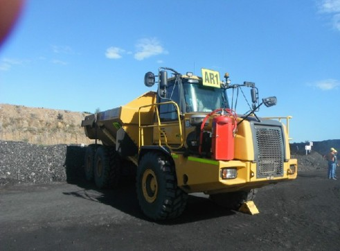 B30D Bell-Hitachi Articulated Dump Truck 2