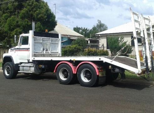 Beaver Tail Truck w/hydraulic ramps - 13.5T  1