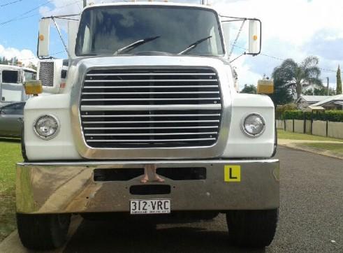 Beaver Tail Truck w/hydraulic ramps - 13.5T  2