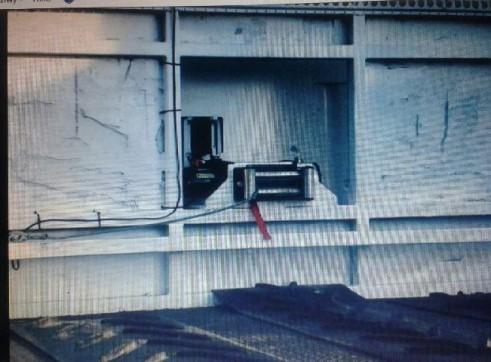 Beaver Tail Truck w/hydraulic ramps - 13.5T  3