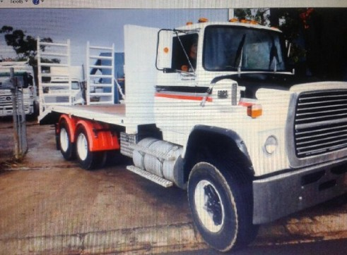 Beaver Tail Truck w/hydraulic ramps - 13.5T  5