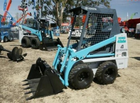 Bobcat – Toyota Husky 4SDK4 Mini Skid Steer  1