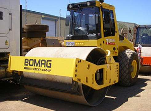 Bomag BW211D 11T Smooth Drum Roller 1