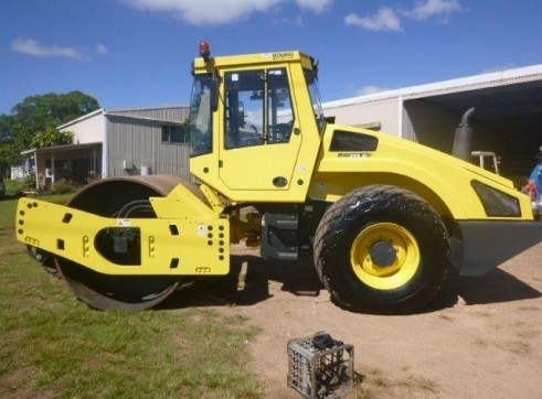 Bomag BW213D Smooth Drum Roller 1