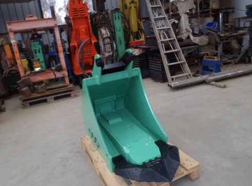 Bucket Hammer to Suit 8 - 12 Tonne 2