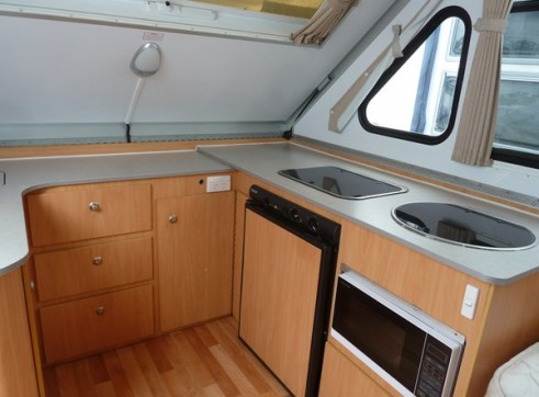 Caravan Accommodation 1-2 Person - Cruiser Camper 3