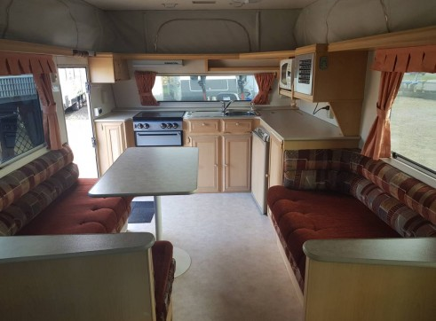 Caravan Accommodation 1-2 Person - Coromal 6