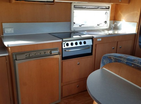Caravan Accommodation 1-6 Person - Avan Ray 9