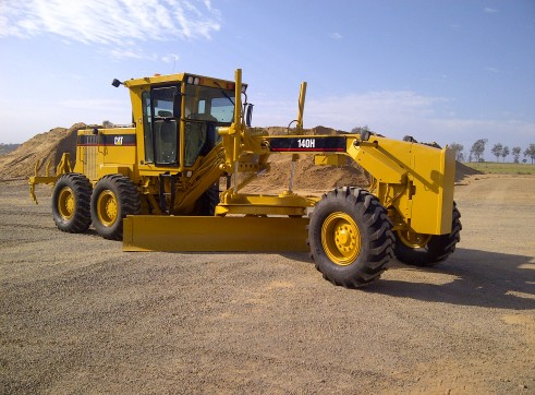 CAT 140H grader with Topcon GPS, low hrs  2