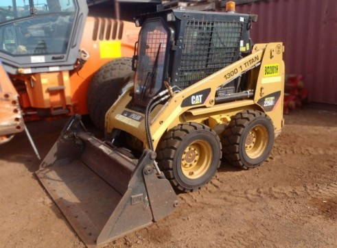 Cat 226B-2 A/C Skid Steer Loader  2