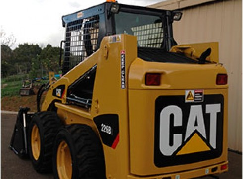 CAT 226B Series 3 Skidsteer 3