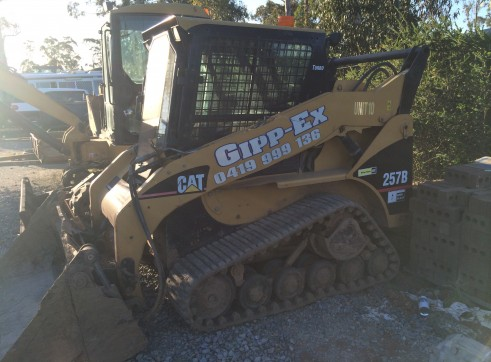 Cat 257b tracked skid steer 2