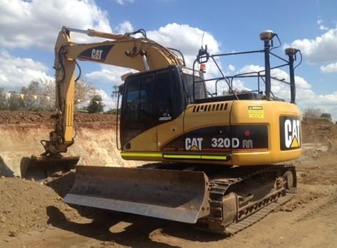 Cat 320DRR Excavator With Blade GPS  1