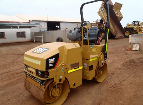 Cat CB22 Double Drum Vibrating Roller  2