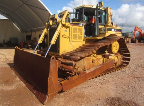 Cat D6R LGP Dozer with ROPS Cabin 1