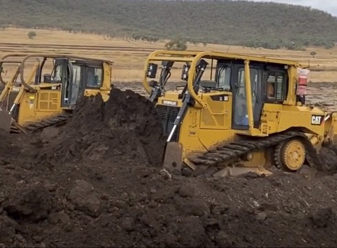 Cat D6T XL Dozer 4