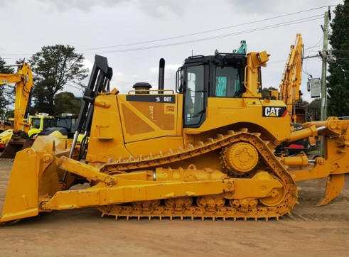 CAT D8T Bulldozer 1