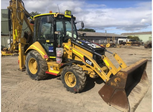 Caterpillar 432E Backhoe Loader 2