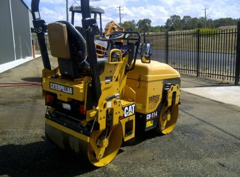 Caterpillar CB114 1.5T Double Drum Roller 3