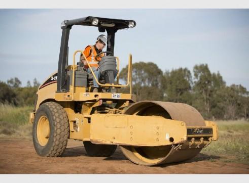 Caterpillar CS423E Smooth Drum Roller 7 tonne 2