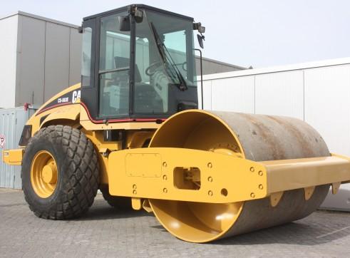 Caterpillar CS563E Vibratory Roller 1