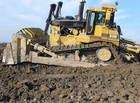 Caterpillar D10R Bulldozer 1